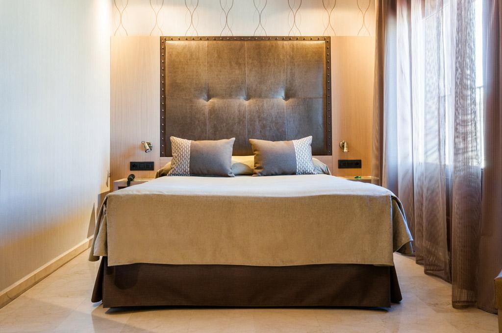 Gran-Hotel-Barcino-Poliol-Habitacion