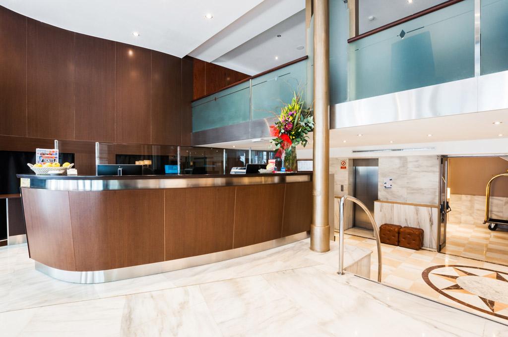 Gran-Hotel-Barcino-Recepcion