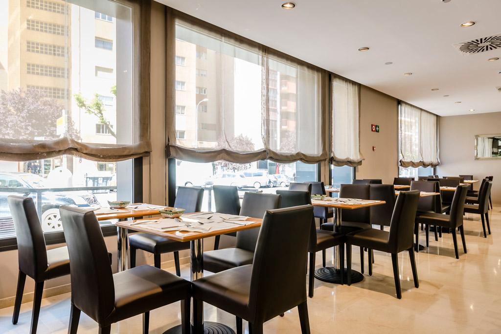 Hotel-Civera-Teruel-Poliol-Mesas-Bar