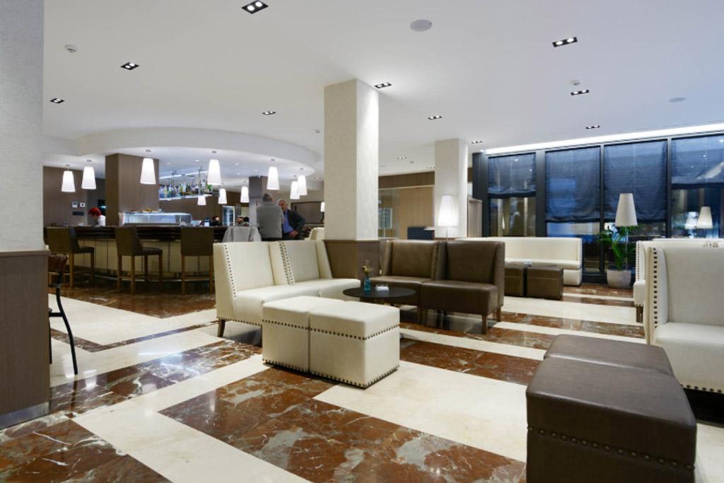 Hotel-Pedro-I-de-Aragon-Poliol-Huesca-Zonas-comunes-bar