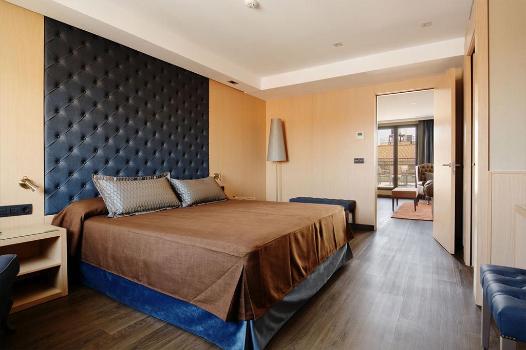 Hotel-Pedro-I-de-Aragon-Poliol-Huesca-habitacion