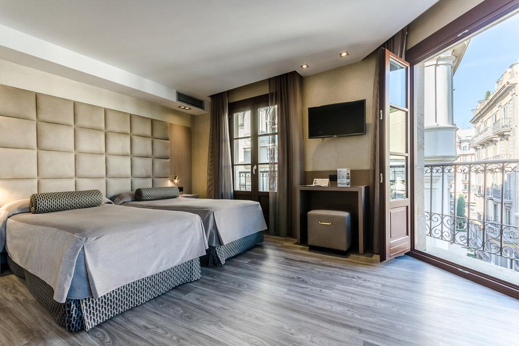 Hotel-Suizo-Poliol-Cama-Doble-y-Balcon